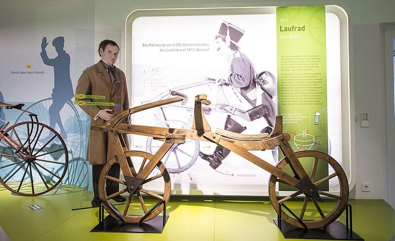 Riproduzione di una laufmaschine presso lo Stadtmuseum di Karlsruhe, in Germania.
