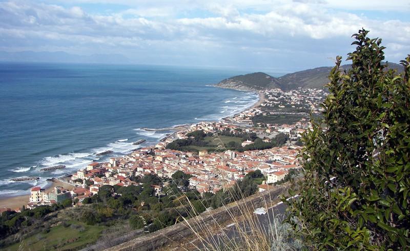 Panorama del Cilento, Santa Maria di Castellabate, foto di Wikimedia commons