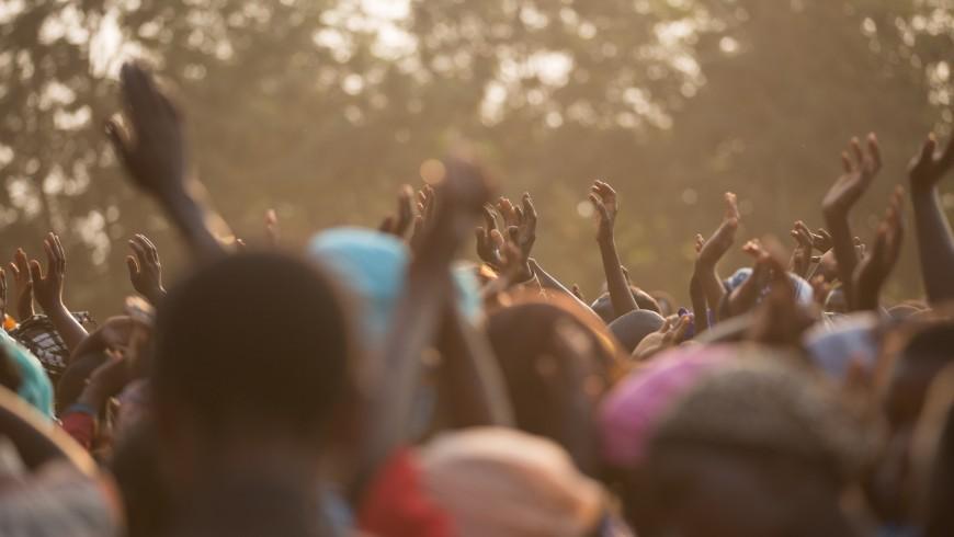 Comunità locale africana, difensori della Terra, foto di Avel Chuklanov via Unsplash