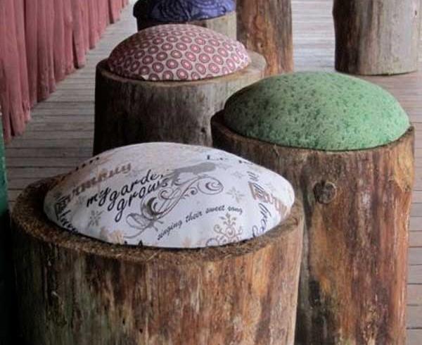 Sgabelli ricavati da un tronco, giardino, foto via Pinterest