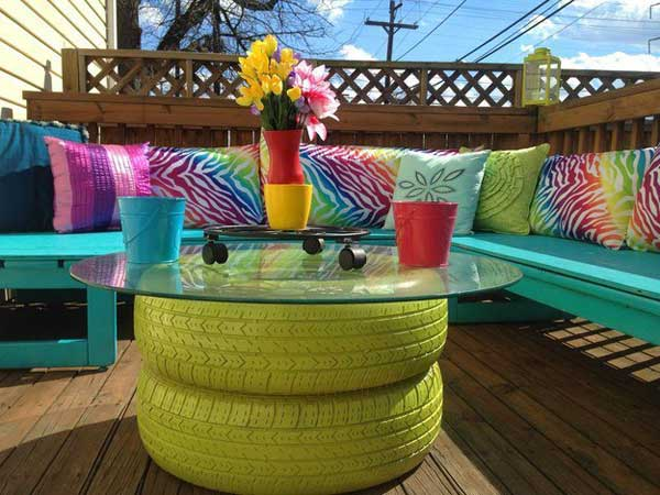 Tavolino colorato da giardino, foto via Pinterest