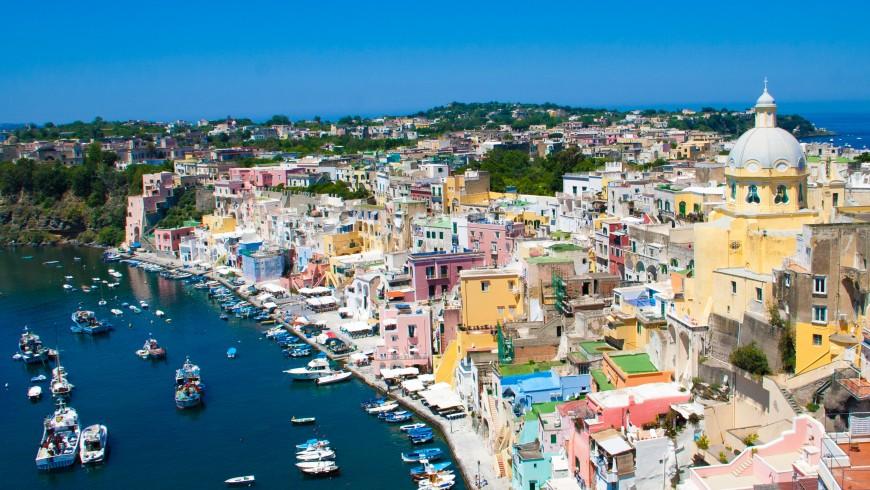 Isola di Procida, vacanza a colori, foto di Erwin Doorn via Unsplash