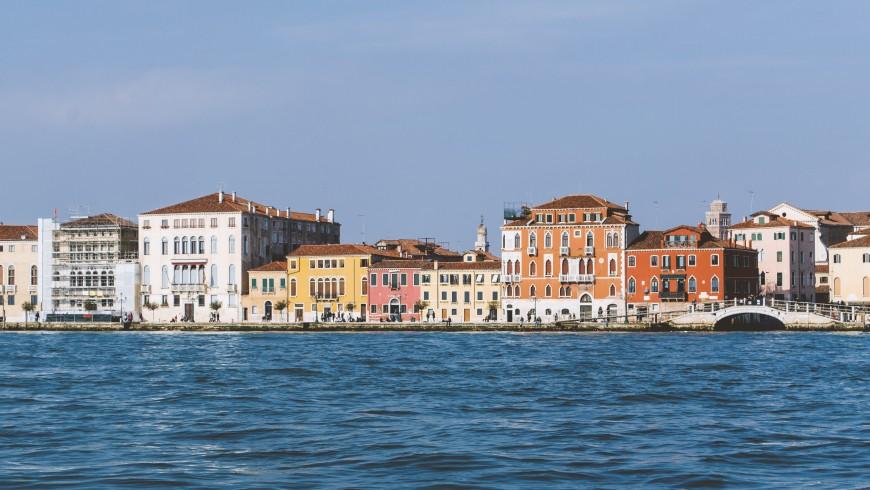 Venezia sul mare, foto di Henry Be via Unsplash