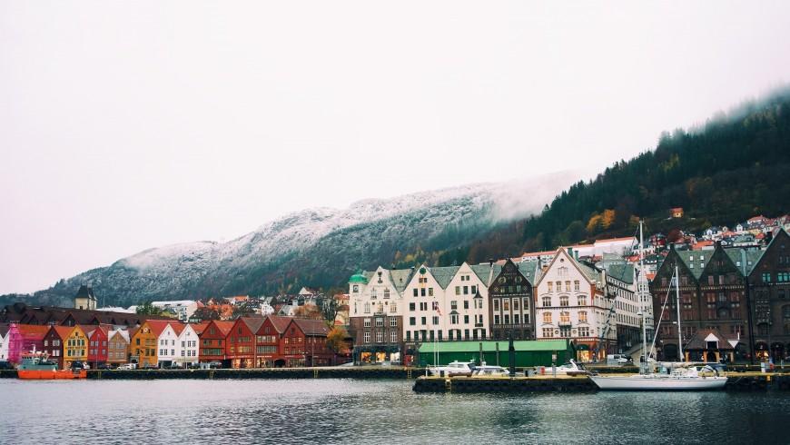 Bergen, Norvegia, vacanze a colori, foto di Ignacio Ceballos via Unsplash