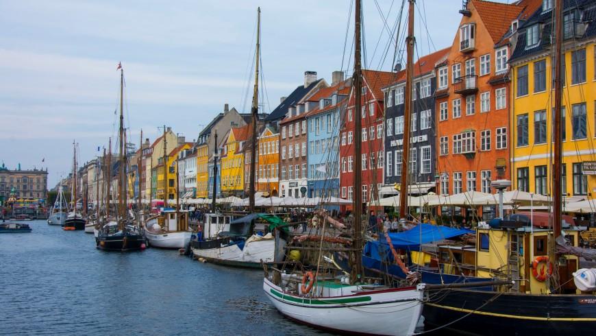 Nyhavn, Copenhagen, Danimarca, foto di Julien Widmer via Unsplash