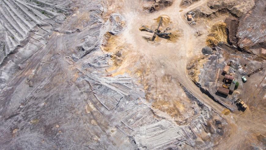 Campo di costruzione di una fabbrica,difensori della Terra, foto di Mariusz Prusaczyk via Unsplash