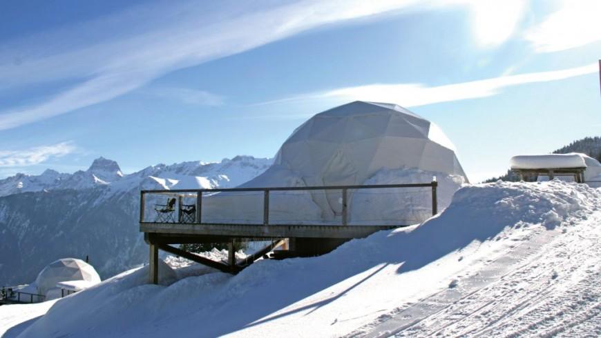 2500_slides_0007_Whitepod_outside_igloo_mountainview6-1030x618