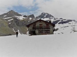 Rifugio Sogno di Berdzè con la neve
