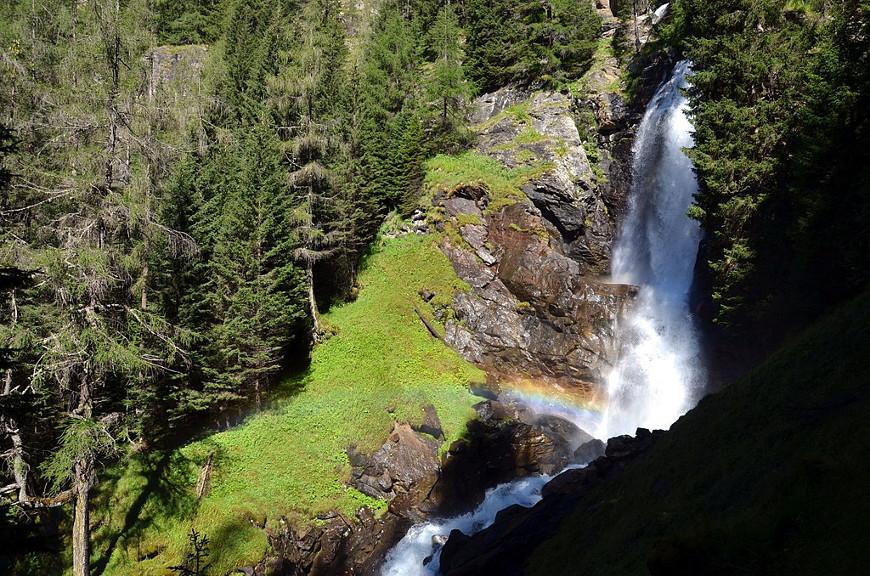 Spettacolare Cascata di Saent con arcobaleno, Val di Rabbi, Parco Nazionale dello Stelvio
