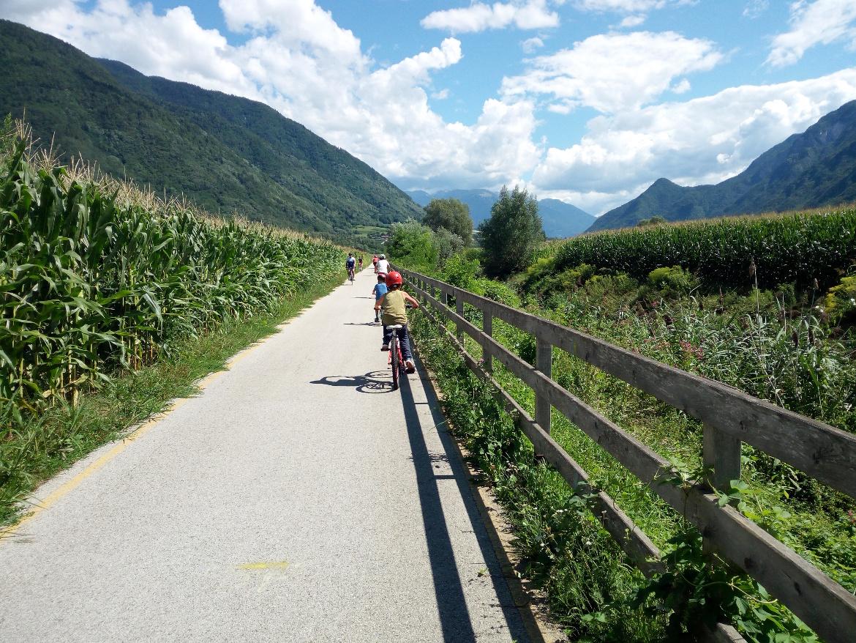 Pista ciclabile della Valsugana, 80 km di itinerario perfetto per le famiglie, dal Lago di Caldonazzo a Bassano del Grappa.