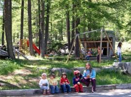Camping Piccolo Paradiso a Ceresole Reale, spazio giochi bambini all'aperto