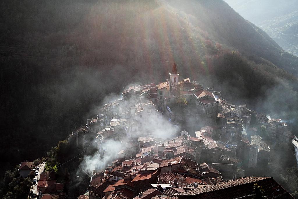 Il borgo di Apricale, nei dintorni di Bordighera, Liguria