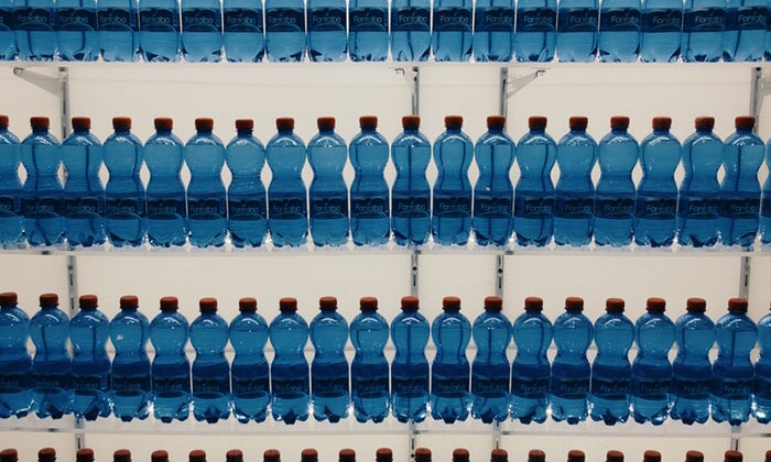 No alle tante bottiglie di plastica