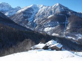 un antico borgo immerso nella natura, tra le montagne piemontesi