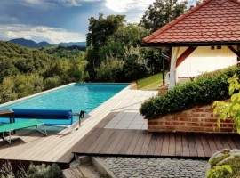 piscina, giardino e vista fantastica da questa collina incantata - Holiday Home Enchanting Hill