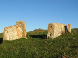 antica fortificazione, vicino alla casa di legno aunus