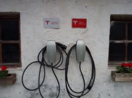 Punto di ricarica per auto elettrica Tesla al Biohotel Gralhof di Weissensee