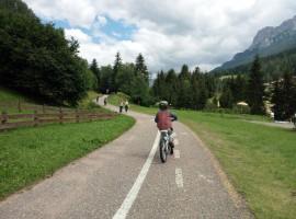 Inizio della pista ciclabile da Moena a Canazei