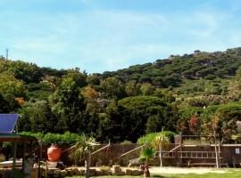 Tra le montagne e l'oceano in una Spagna off-grid