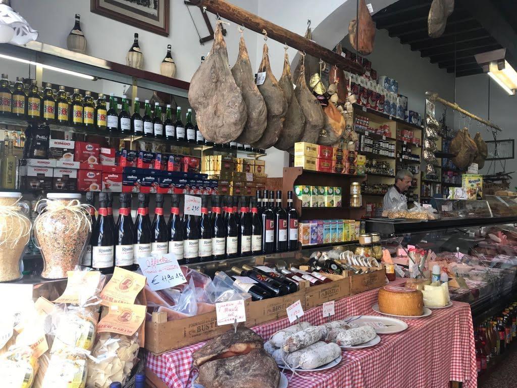 Bottega Tipica vicino alla fontaccia, tra le colline di Firenze