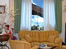 Le finestre dell'hotel Monza si aprono sul bellissimo panorama delle Dolomiti
