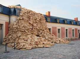 Le opere in legno riciclato di Tadashi Kawamata. Foto via Flickr