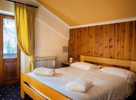 Una delle camere con vista dell'hotel Monzoni