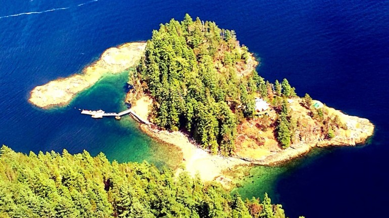 Digital detox ad Out There - Off Grid Private Island
