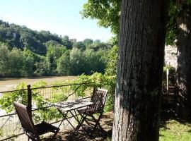 Colazione vista Arno a La Martellina