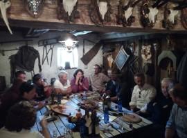 Tappa gastronomica in un maso della Val di Funes