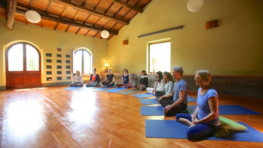 Lezioni di yoga proposte agli ospiti del Podere di Maggio
