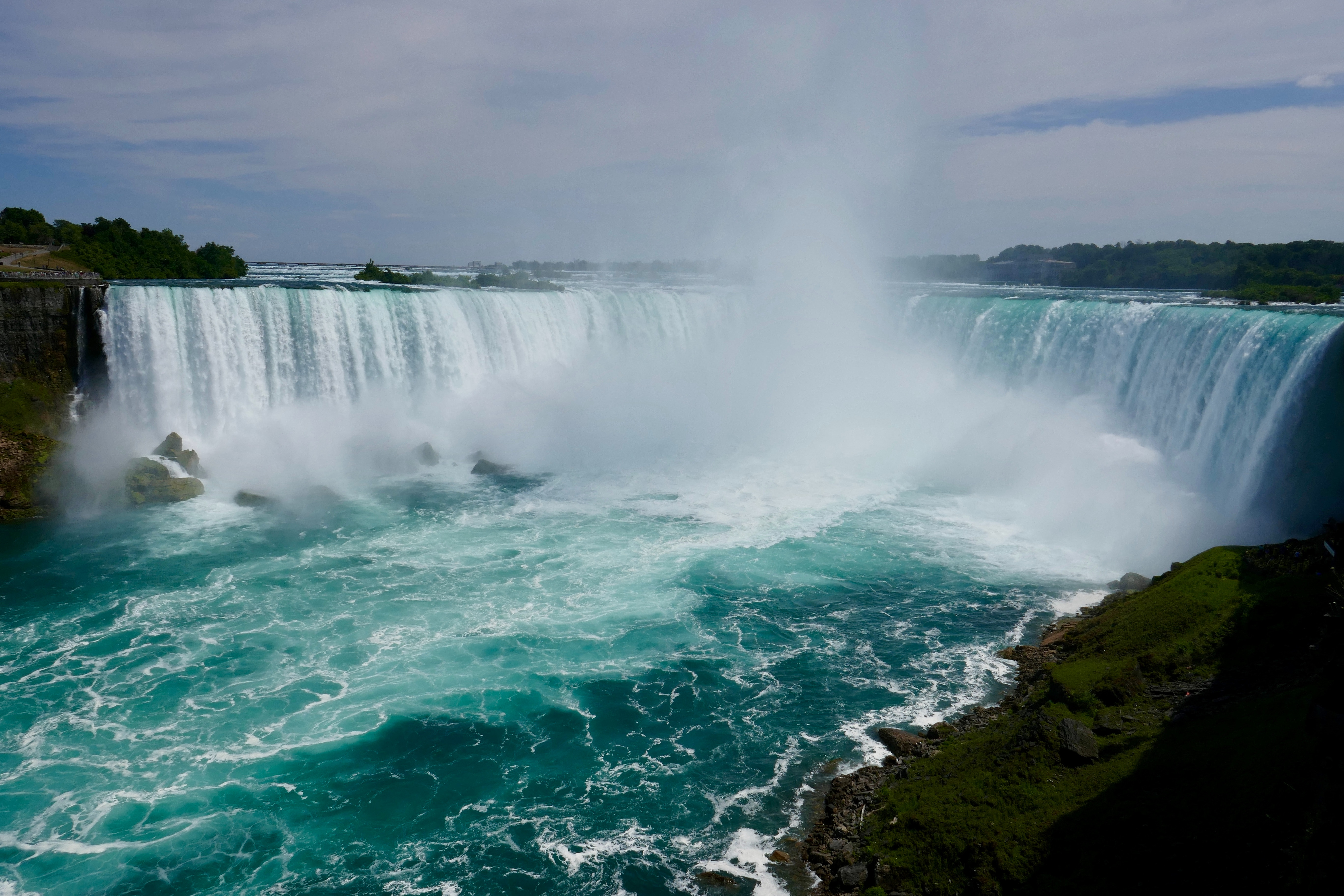 Cascate del Niagara, foto di Edward Koorey, via Unsplash