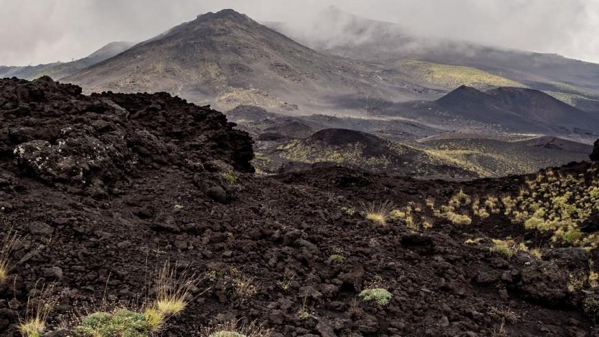 Il vulcano Etna in provincia di Catania, foto di Jonas Tebbe, via Unsplash