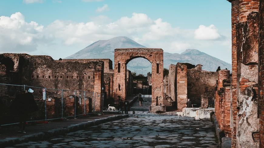 Il Vesuvio sullo sfondo delle rovine di Pompei