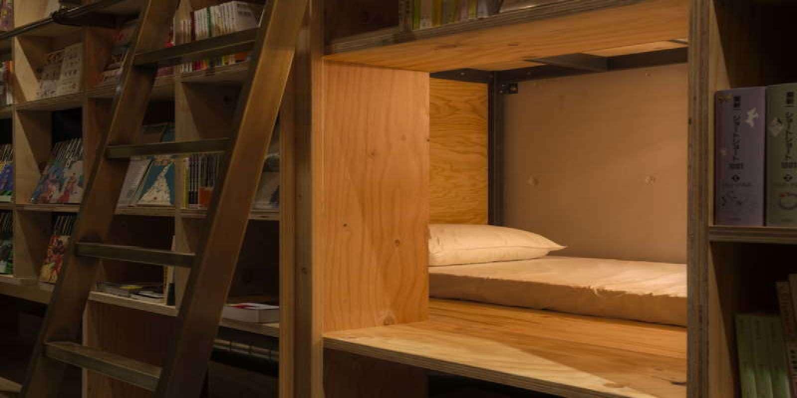 Dettaglio dell'ostello libreria di Tokyo