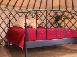 Hotel Insoliti in Spagna, Cloud House Farm Yurt Holidays