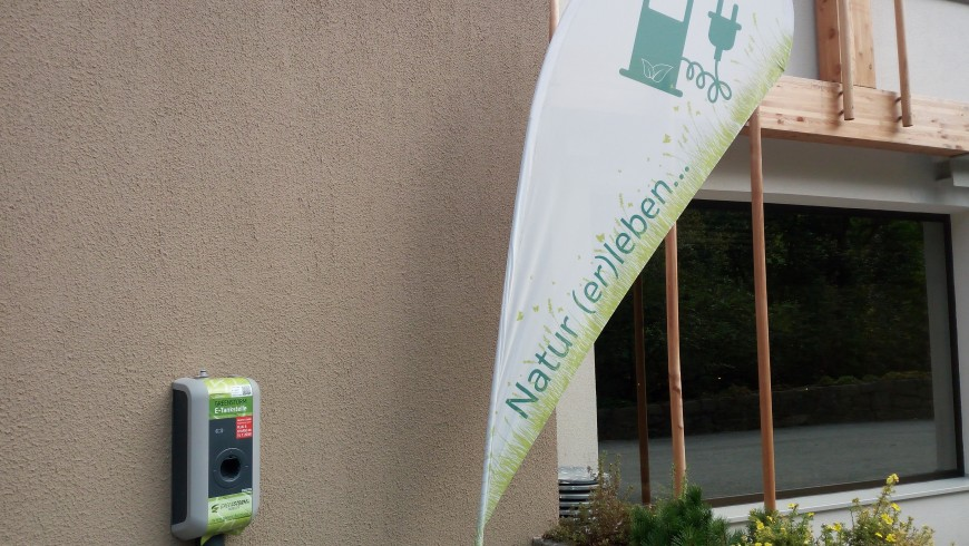 Stazione per ricaricare veicoli elettrici nell'hotel green Rainer, Alto Adige