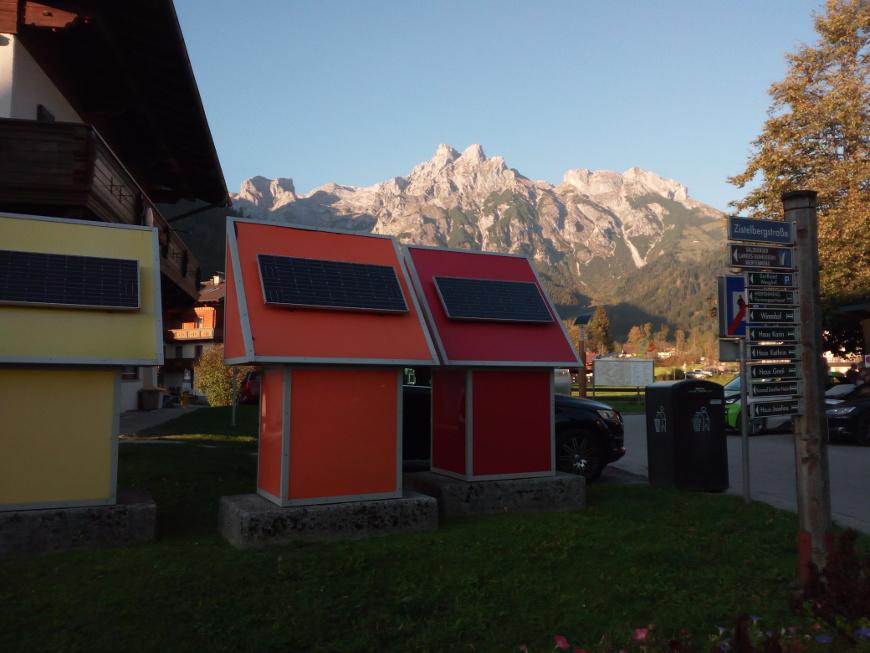 Casette con pannelli solari per l'energia elettrica pulita