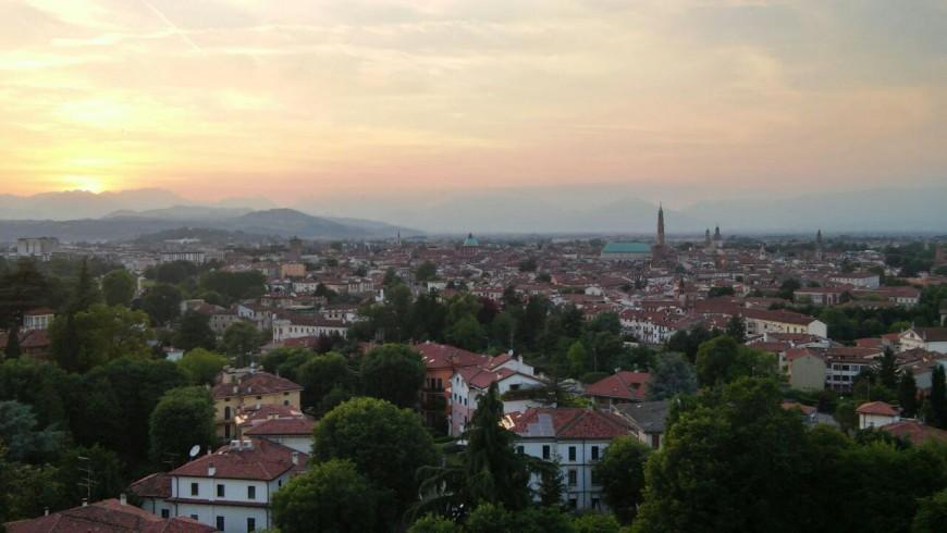 Vista su Vicenza al tramonto da Piazzale Vittoria
