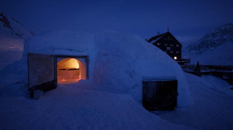 Dormire in un igloo come un eschimese