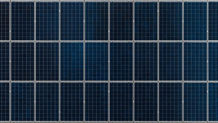 pannelli solari installati su una tiny house