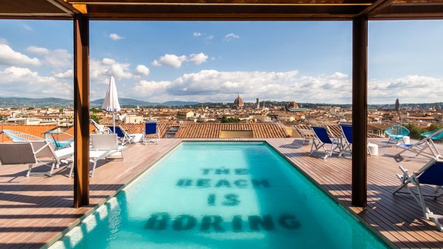 The Student Hotel a Firenze, piscina con vista sulla città