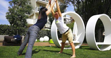 scultura nel giardino dell'hotel Oxigen a Rimini
