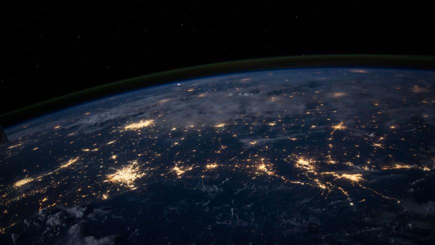 pianeta terra di notte