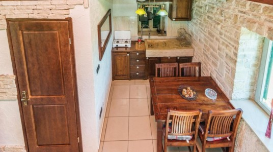 La cucina in legno, prospettiva dall'alto
