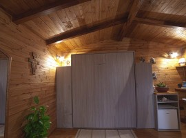 Il mobile in legno che nasconde il letto