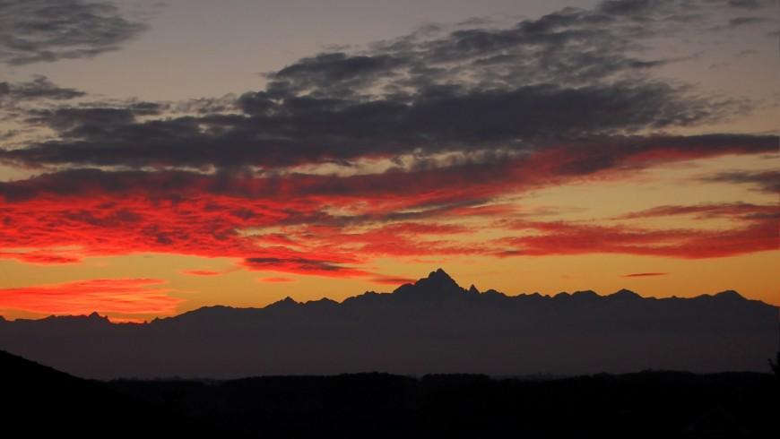 La cima del Monviso al tramonto