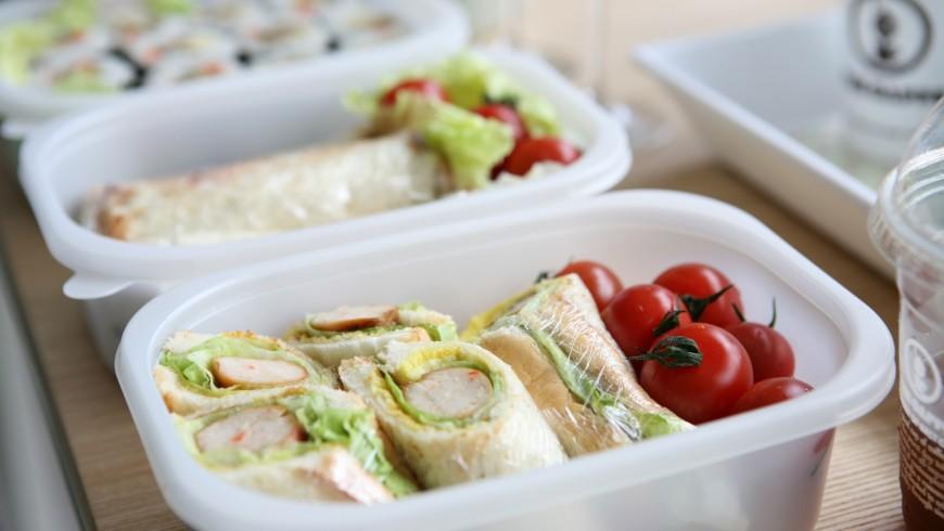 pranzo al sacco in recipienti riutilizzabili