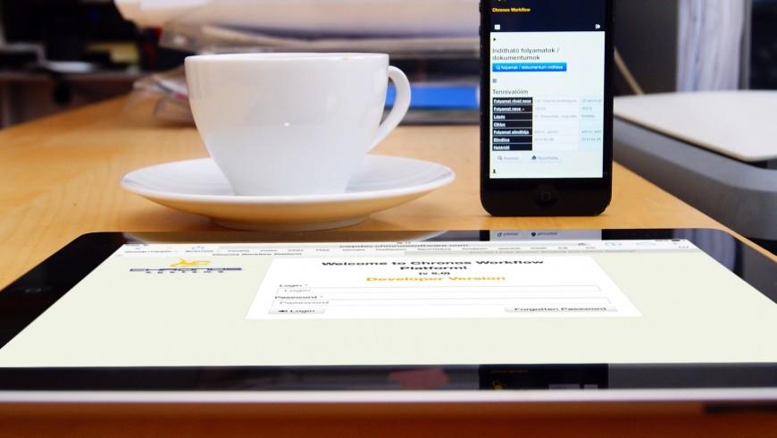 A lavoro con tablet, senza usare carta