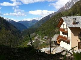 Alpe rebelle, domina la valle, con la vista su tutti i monti circostanti
